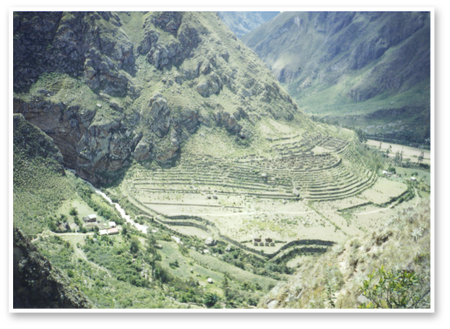 Inca_trail_day_1_ruins